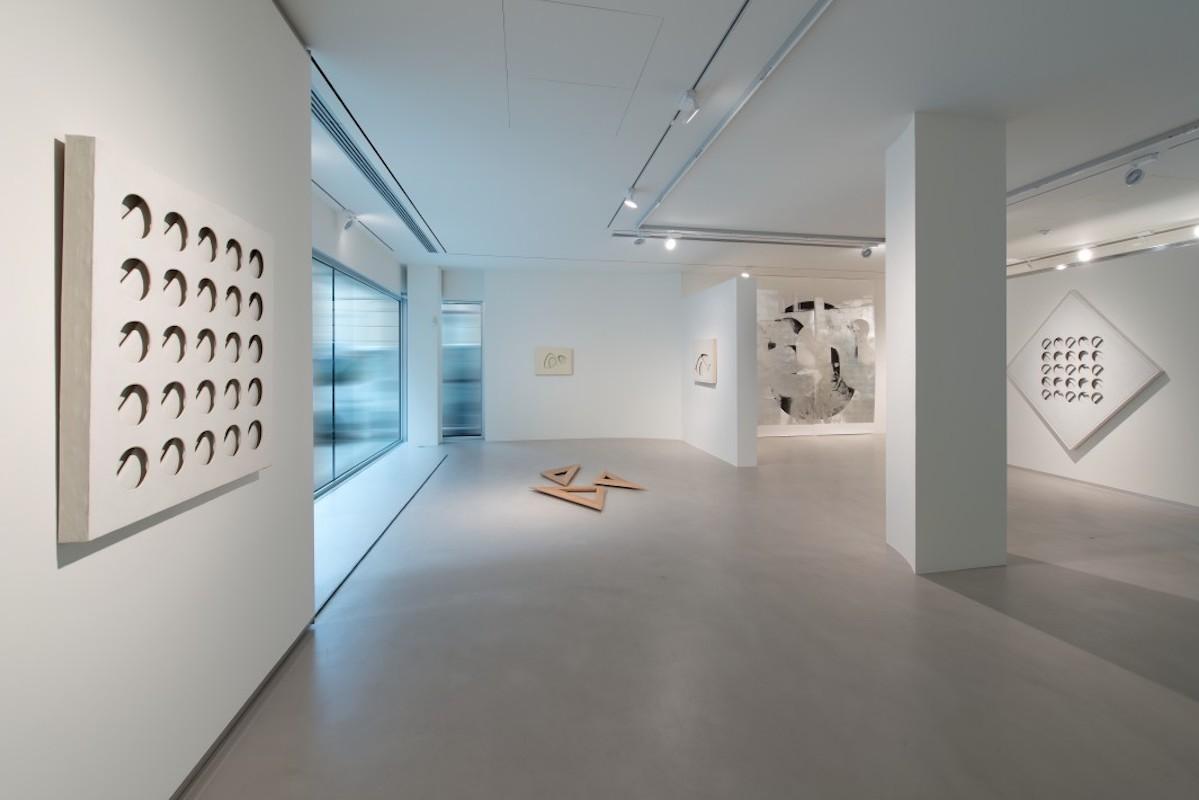 """""""Paolo Scheggi - Lucy Skaer"""", a cura di Eva Fabbris, 2014, Cortesi Gallery, Lugano, foto di Carlo Pedroli."""