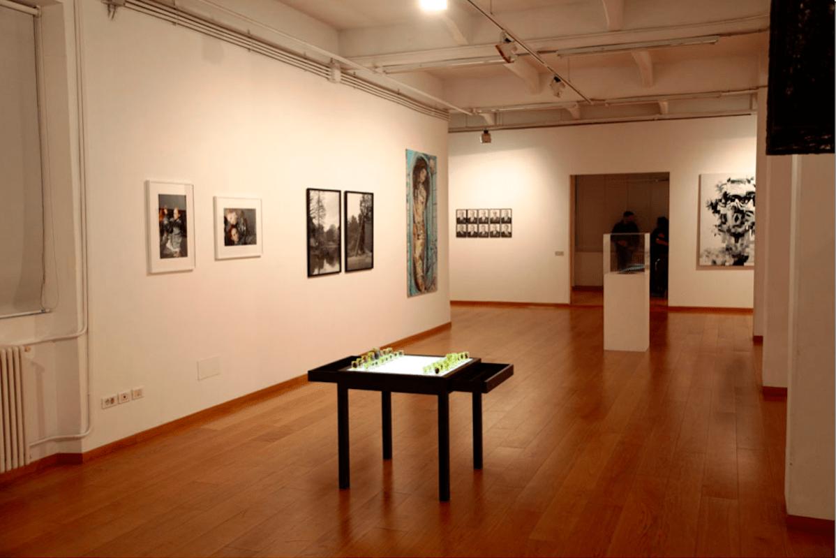 """""""Identity Theft"""", a cura di James Putnam, 2010, Mimmo Scognamiglio Artecontemporanea, Milano."""
